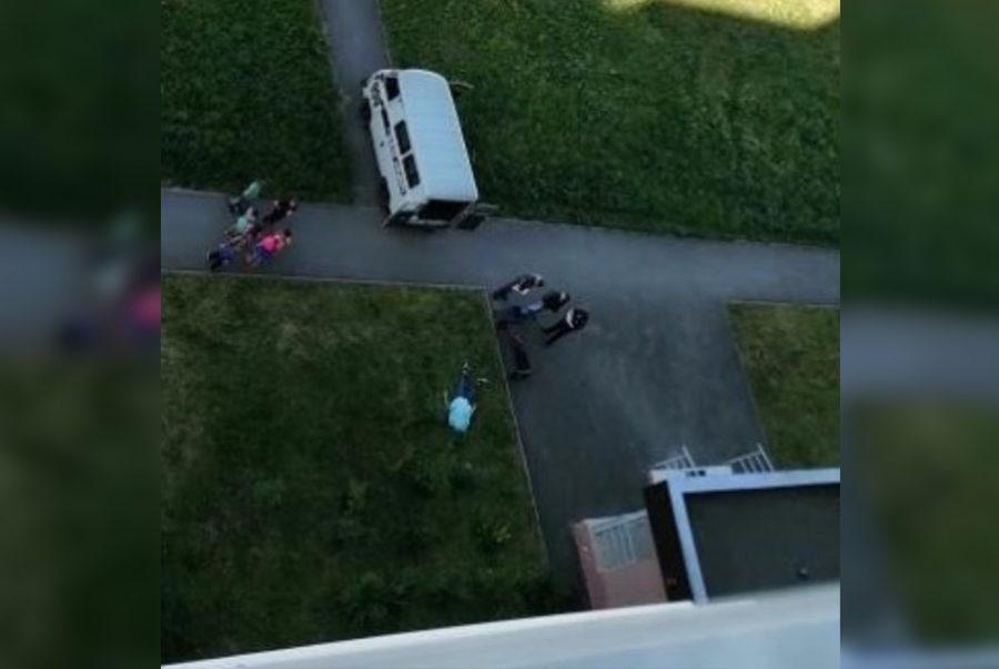 Фото: в Кемерове на улице умер молодой мужчина