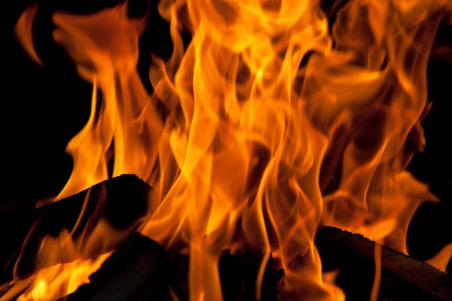 Десять человек эвакуировались во время пожара в Кузбассе