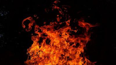 Огнём охвачены сотни «квадратов»: в центре Кемерова произошёл серьёзный пожар