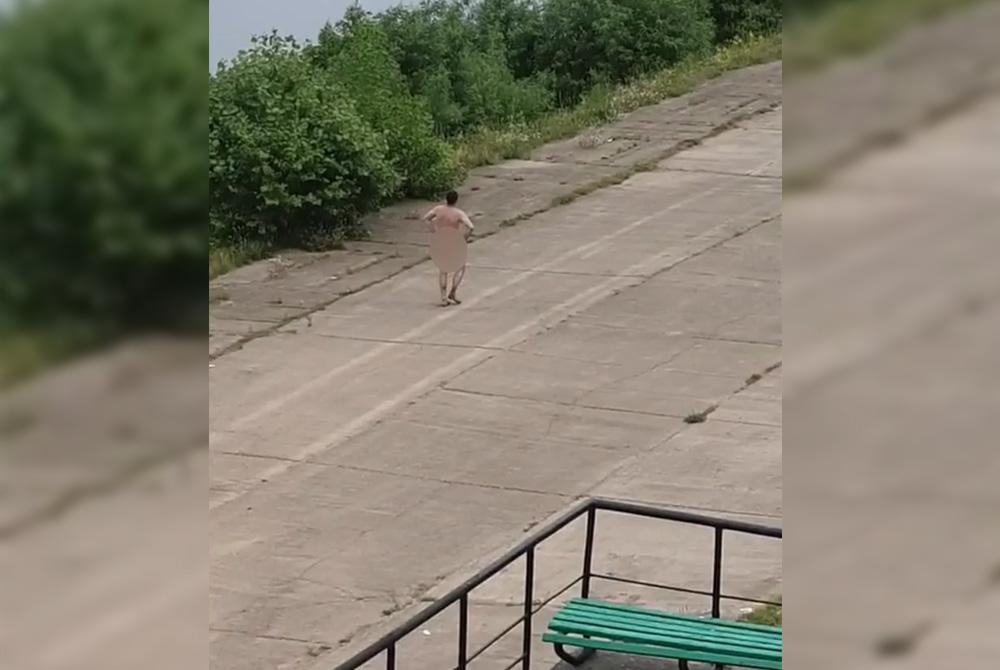 ста голый мужик на улице видео пофигисты следующее утро