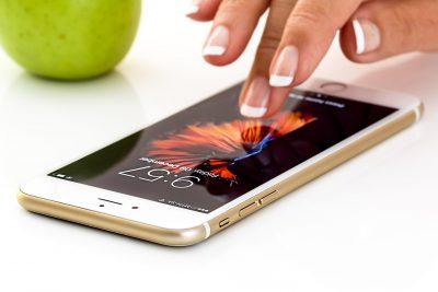 Сибирячка продает свои голые фото вместе с iPhone