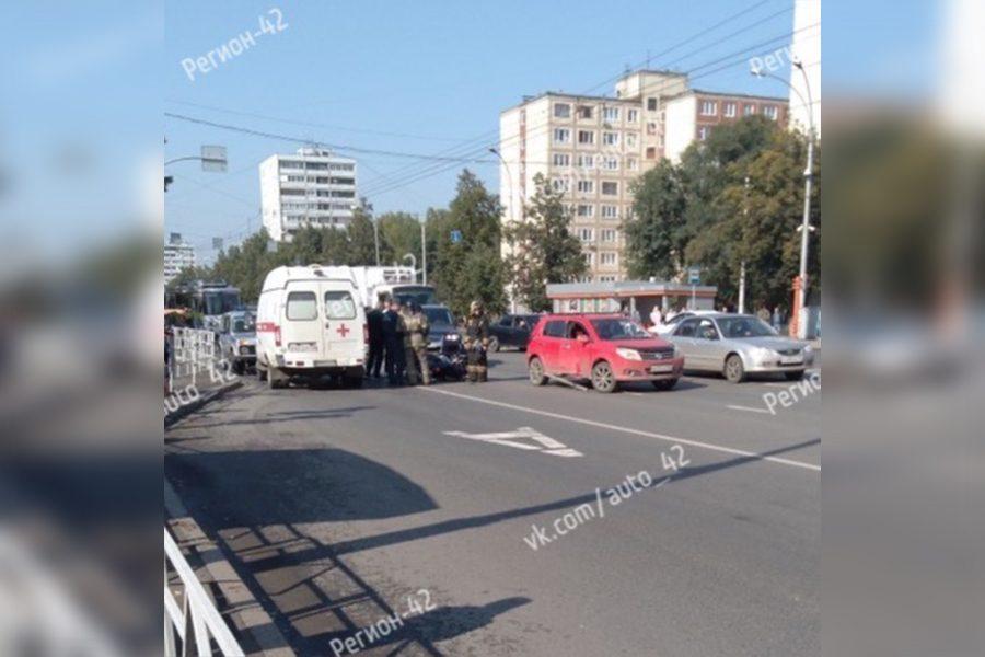 В ДТП в центре Кемерова пострадал мотоциклист