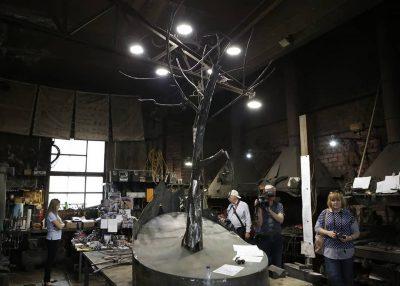 Где всё-таки установят кованое дерево в память о погибших в кемеровской «Зимней вишне»