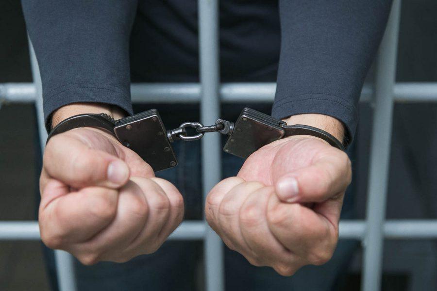 Кузбассовец избил полицейского, который его разбудил