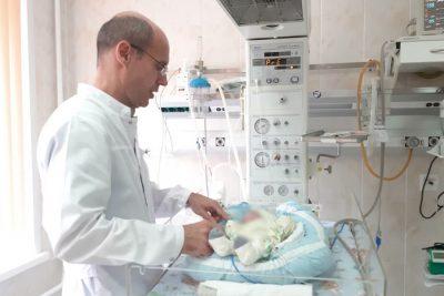 Кемеровские врачи спасли уникального младенца
