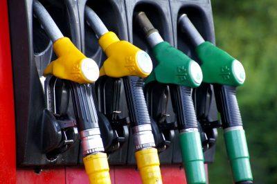 В Кузбассе снова подешевел бензин