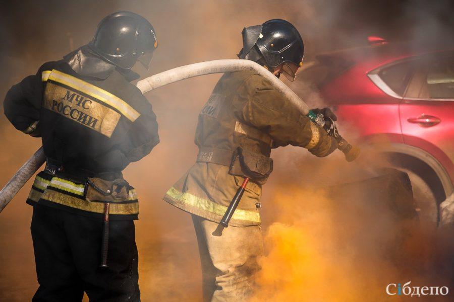 Сразу в двух городах Кузбасса горели автомобили