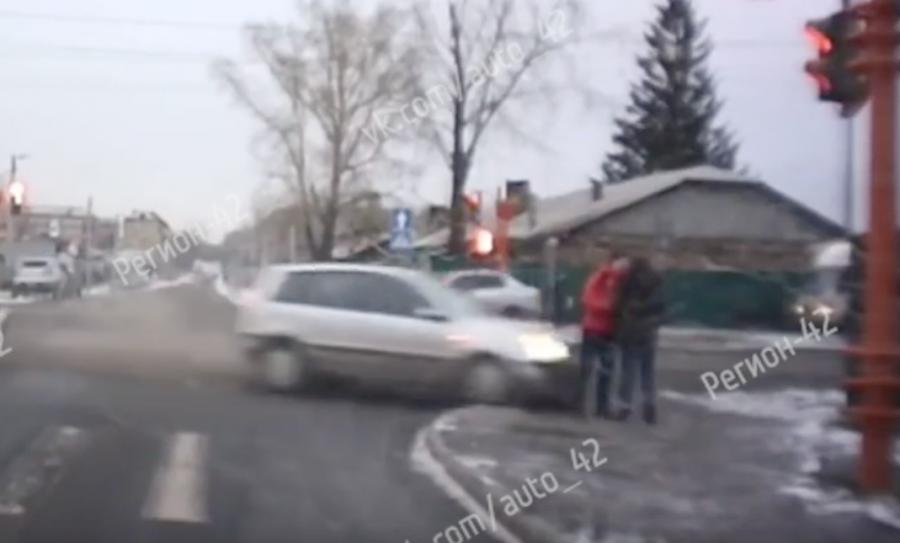 Видео момента ДТП: как в Кемерове сбили влюблённую пару (18+)