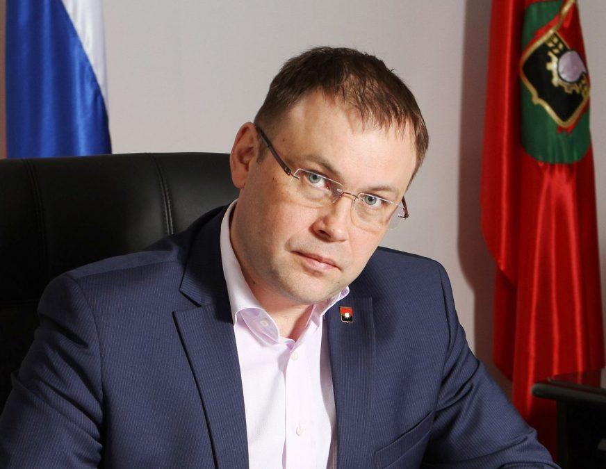 Мэр Кемерова поздравил с Днём матери