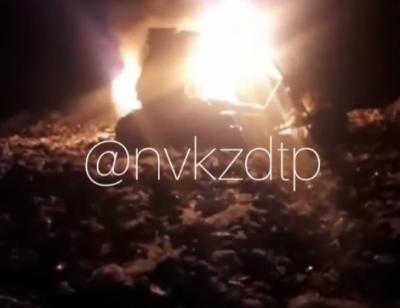 Видео: в Кузбассе загорелся бульдозер