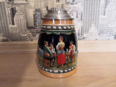 Кемеровчанка продаёт раритетную пивную кружку из Германии