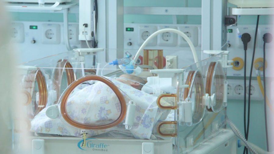 Кемеровские хирурги борются за жизнь малыша