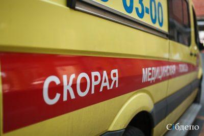 В Кузбассе внедорожник сбил на переходе женщину и скрылся