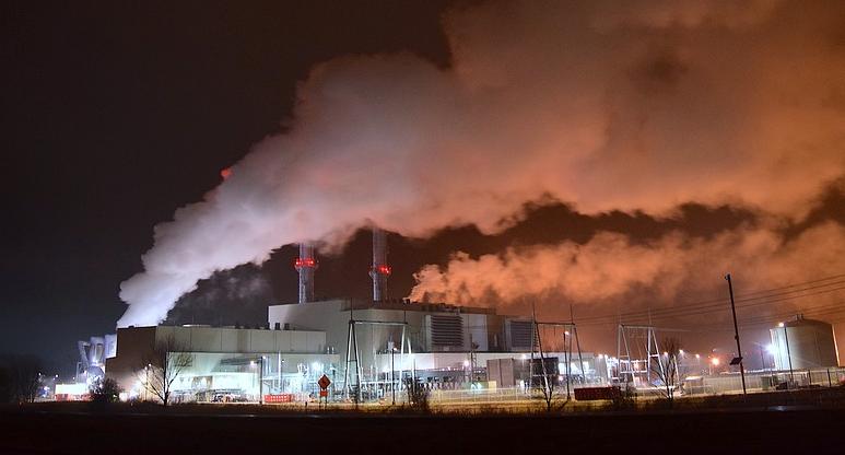 Судебные приставы арестовали самострой на нефтеперерабатывающем заводе в Кузбассе