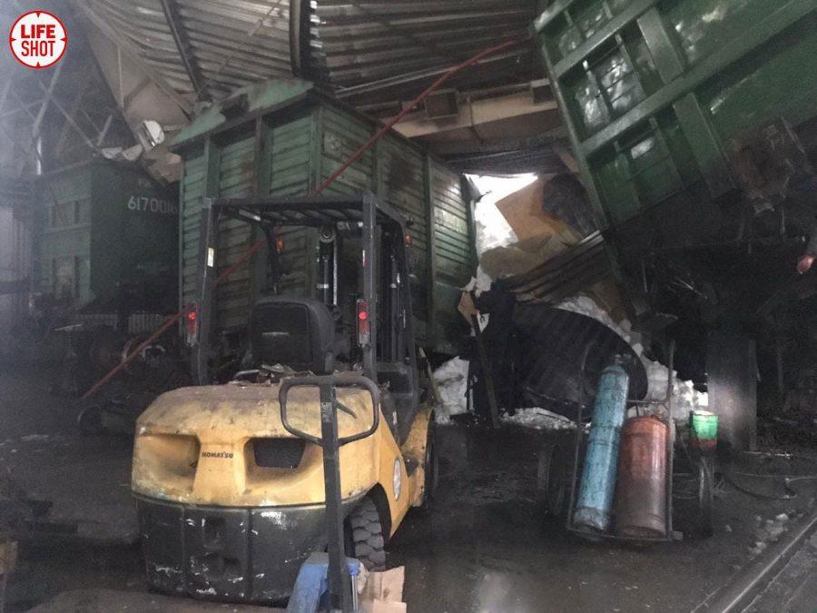Видео: на кузбасском заводе рухнула крыша
