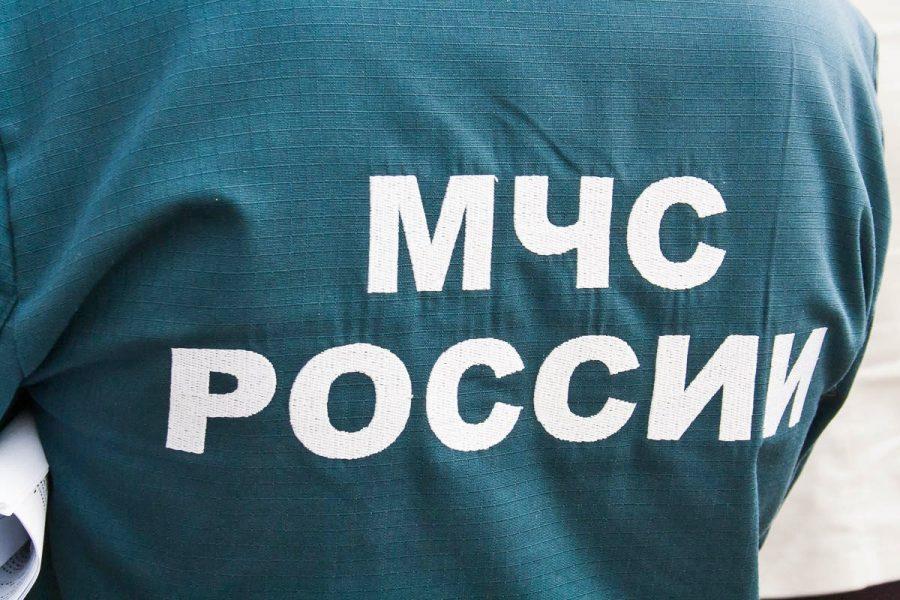 Кузбасские спасатели эвакуировали людей из горящей многоэтажки