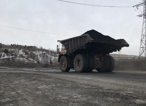 В Кузбассе судебные приставы арестовали уголь у разреза-должника