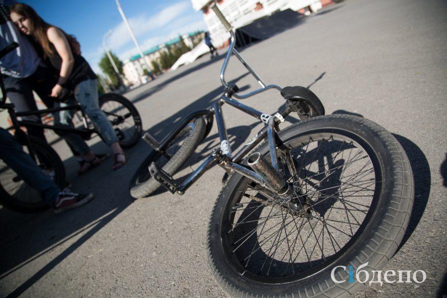 Семилетняя девочка попала под автомобиль в Кузбассе