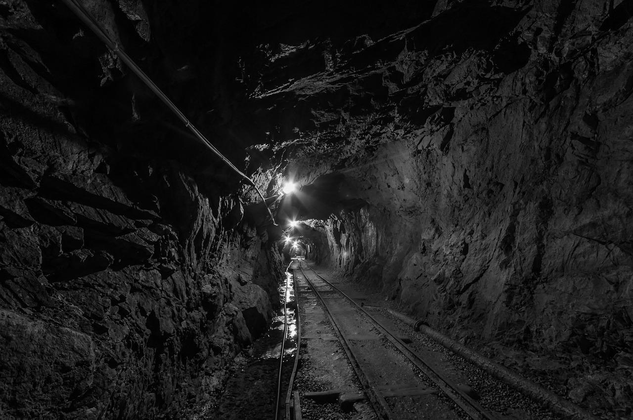 Крысы в забое, метан в воздухе и абсолютная тьма: кузбасский шахтёр о рабочих буднях