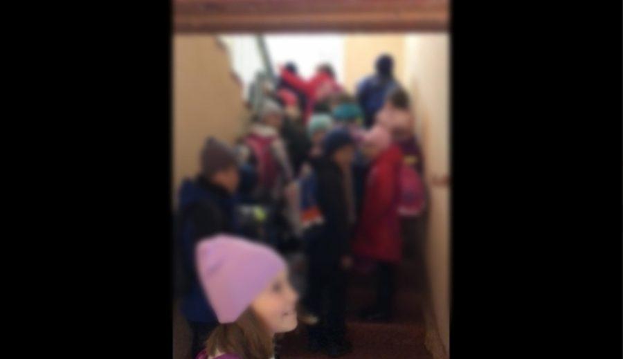 «Смысл какой?»: родителей возмутили «коронавирусные» порядки в кузбасской школе