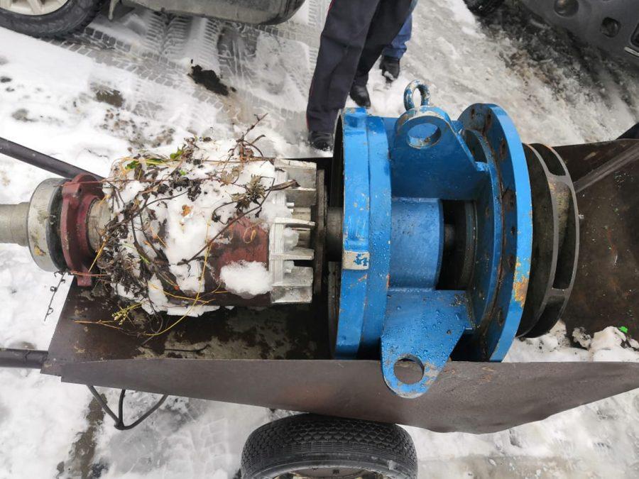 Огромный мотор, рецидивисты и спущенное колесо тележки: в Кузбассе произошло ограбление века