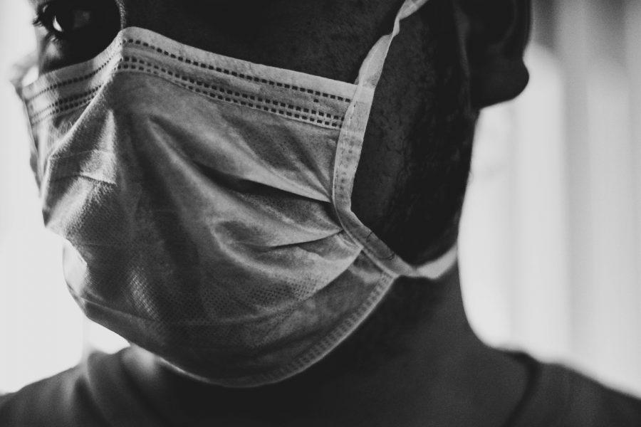 «Людям страшно, но приходится лечить на дому»: ещё три монолога врачей о пандемии