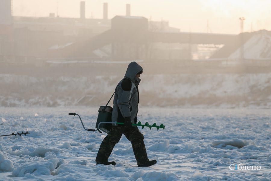 Фото: первые рыбаки на льду